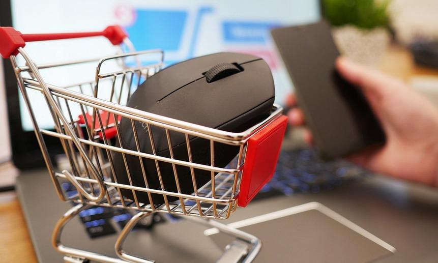 Россияне сокращают расходы и привыкают к онлайн-шоппингу.