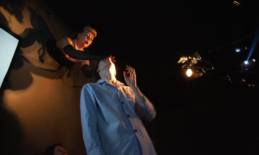 С Кириллом Ратенковым в спектакле «Папа встретит меня в L.A.».